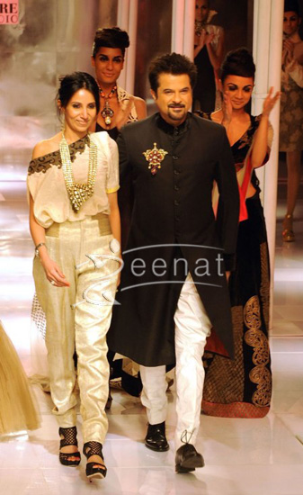 Bollywood stars anil kapoor dazzle at Delhi Couture Week 2010