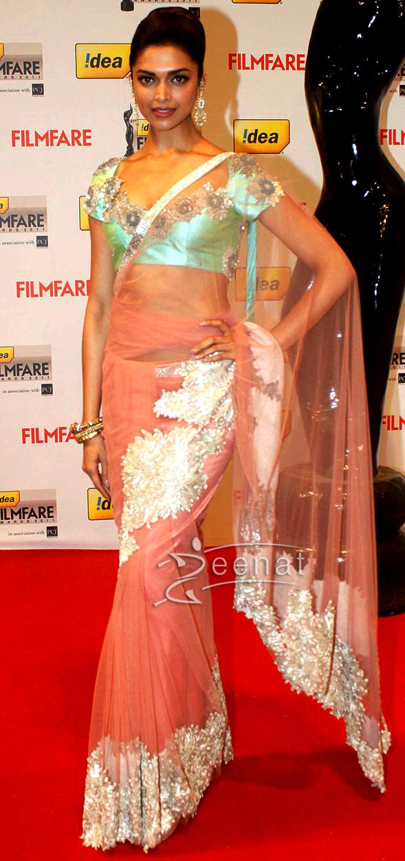 Deepika Padukone At Film Fare Awards 2012
