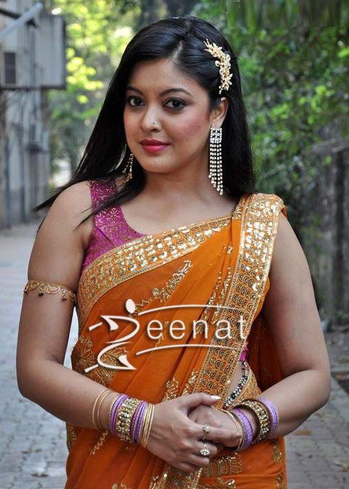 Tanushree Dutta In Traditional Indian Saree