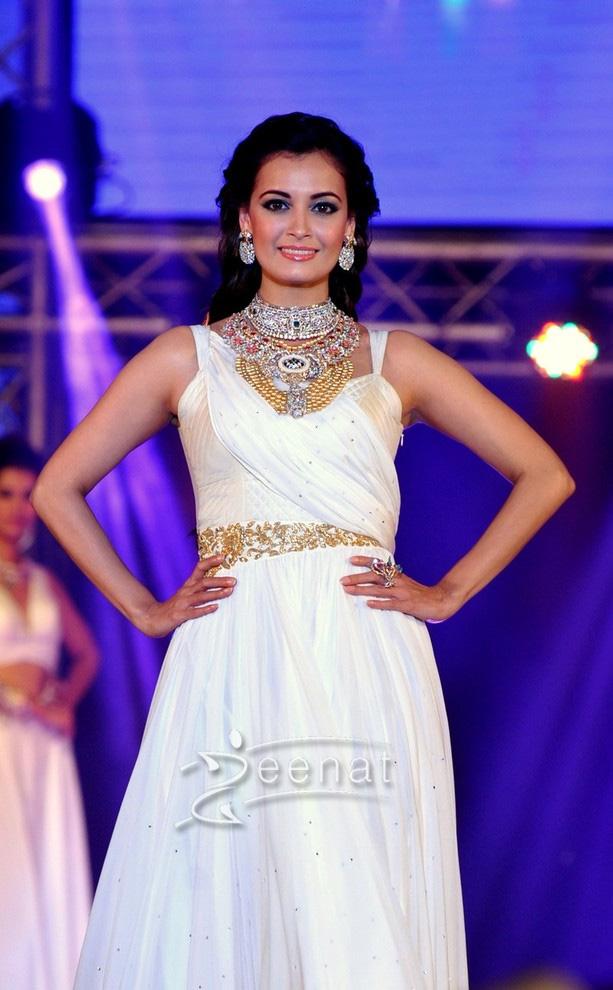 Diya Mirja Walks The Ramp At Bombay Bullion Association Jewellery Show & Awards