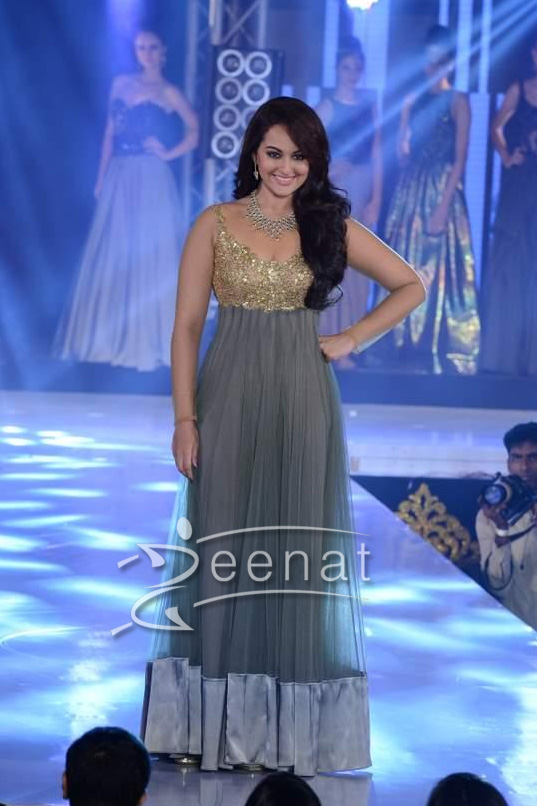 Sonakshi Sinha Walks the ramp for Rocky S at IIBS Fashion Show 5 -oct-2013