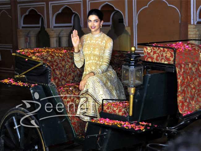 Deepika Padukone in Jaipur with with Her Highness Rajmata Padmini Deviji 1
