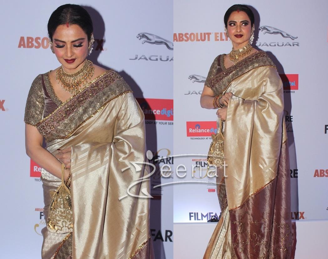Rekha In Saree at Filmfare Glamour & Style Awards 2016